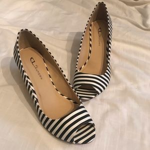 CL by Laundry White & Black Stripe Wedges Size 10M